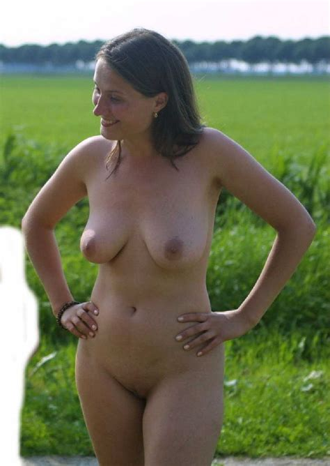 amateur nude milfs am pool