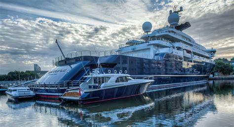 superyachts  super bowl contenders megayacht news