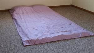 Matratze Auf Boden : matratze zum schlafen auf den boden legen gut oder nicht testberichte ~ Orissabook.com Haus und Dekorationen