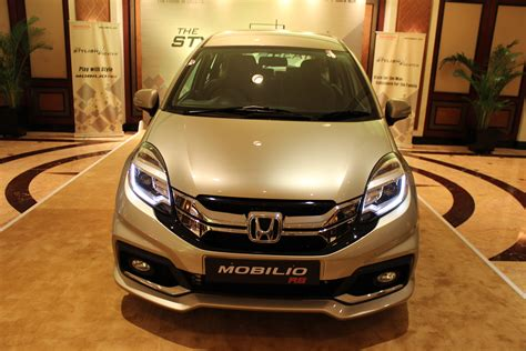 Honda Mobilio Backgrounds by Waiting For Honda Mobilio And City Increasing Shifting Gears