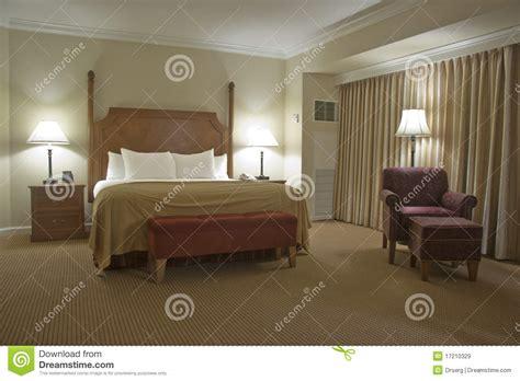 le chambre à coucher chambre à coucher avec le rideau images libres de droits
