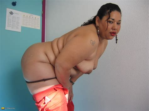 This big asian mature slut loves to play with herself
