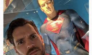 Henry Cavill snaps a selfie in front of statue of Superman ...