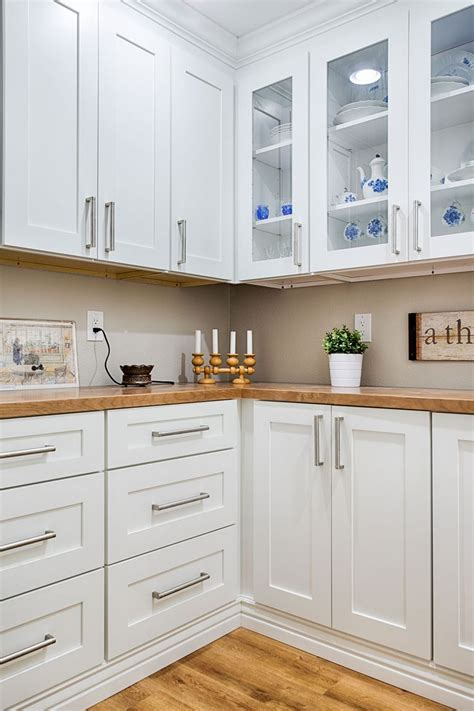 and white kitchen cabinets 106 best sollid kitchens images on 7668
