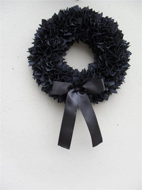 1000 ideas about black wreath on pinterest halloween