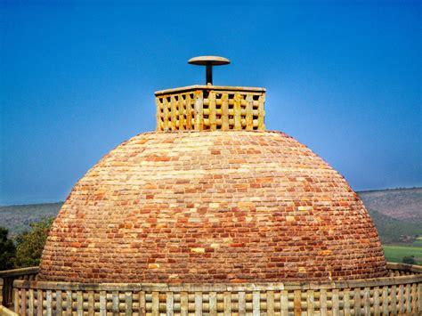 Stupa Of Buddha's Disciple, Sanchi.jpg