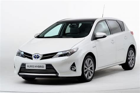 toyota auto company new toyota auris hybrid pictures auto express
