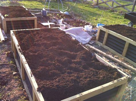 no irrigation raised bed gardening system hugelkultur 简体中文