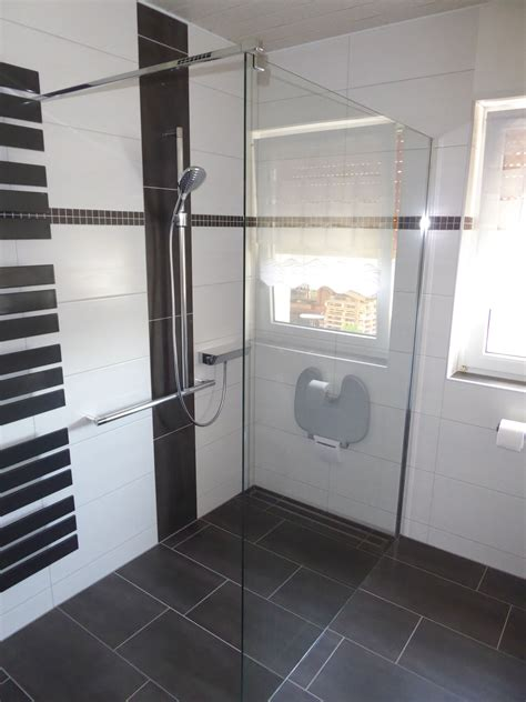 bodengleiche dusche mit wegklappbaren glastüren barrierefreie und bodengleiche dusche mit griffsystem und klappsitz will bad heizung fulda