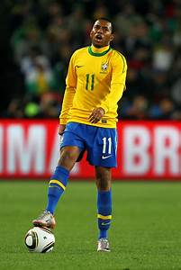 Robinho Photos Photos - Brazil v Chile: 2010 FIFA World ...