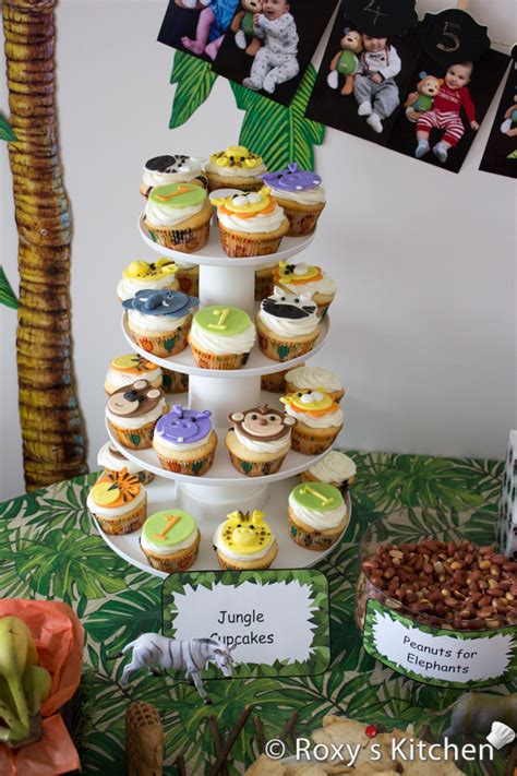 safari jungle animals fondant cupcake
