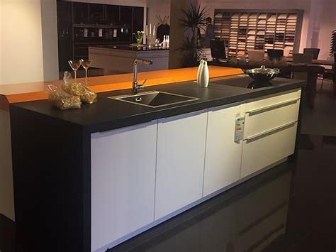 Sonstigemusterküche Glasküche Mit Granitarbeitsplatte