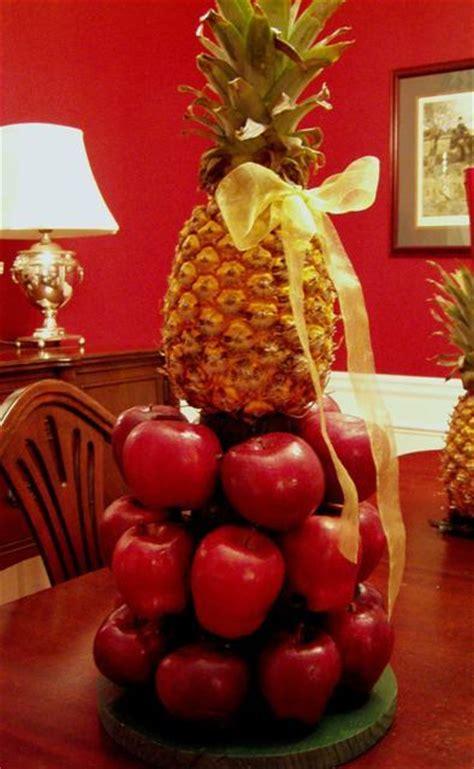 williamsburg apple tree centerpiece   christmas table
