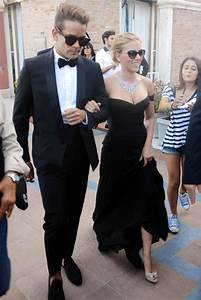 Scarlett Johansson engaged: Actress to wed Romain Dauriac ...