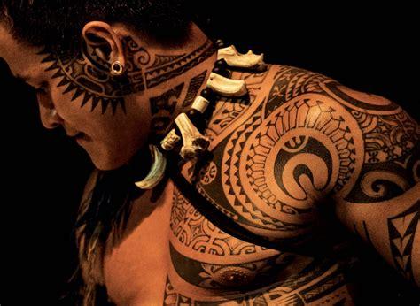 La Renaissance Et La Réinvention Du Tatouage Polynésien