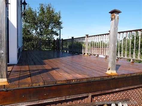 teindre patio bois traite nivrem teindre terrasse bois traite diverses id 233 es de conception de patio en bois pour