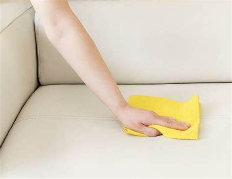 astuce pour nettoyer un canape en cuir nettoyer un canap 233 en cuir tout pratique