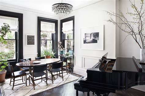 Design ideas: Black trim, white walls  ? The Decorista