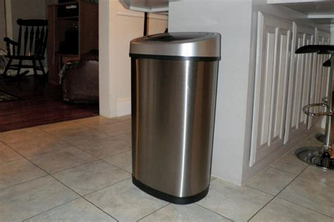 Top 10 Best Trash Cans Reviews Of 2017  Reviews  Pei. Decorating Ideas For Living Room With Black Furniture. Living Room Decorating Ideas Wall Mount Tv. Contemporary Lounge Chairs Living Room. Must Haves In A Living Room. Living Room Hours San Diego. Living Room Tucson Az. Living Room With Upright Piano. Burgundy Leather Living Room Set