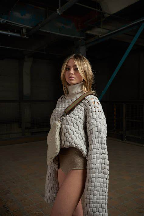 Heidi is, of course, her mother and leni's following a rash of youngsters who are picking. Leni Klum | the Fashion Spot