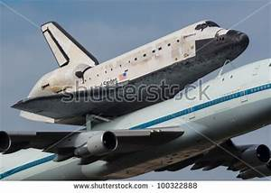Washington Dc - April 17: Space Shuttle Discovery On Top ...