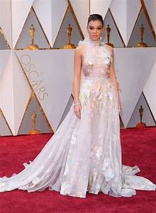 hailee steinfeld oscars 2017 red carpet in hollywood With robe oscar 2017