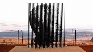 Sculpture Pays Tribute to Nelson Mandela