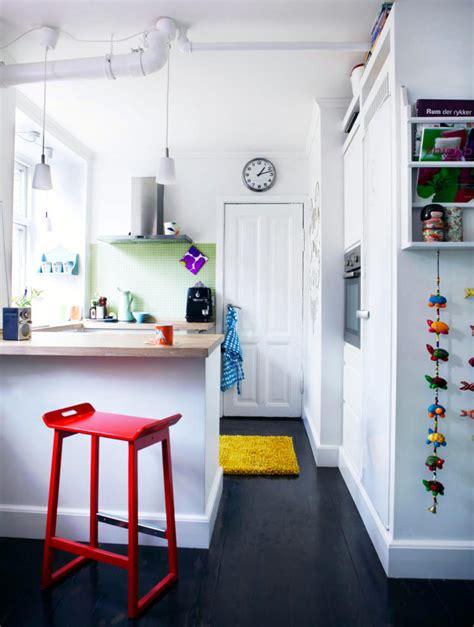 kitchen  black  white  color accents interior