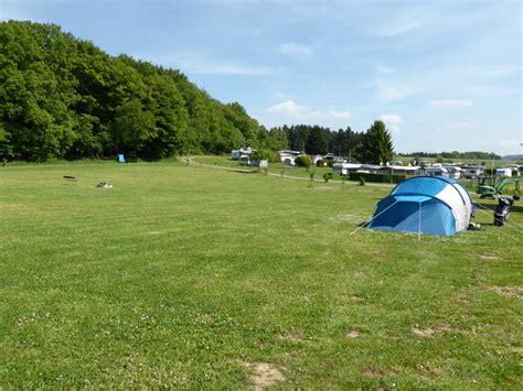 Campen Mit Dem Zelt, Ideal Auf Unserer Zeltwiese Im