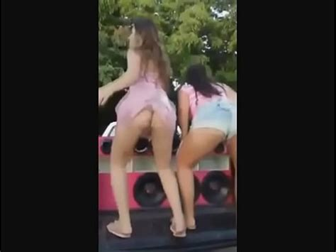 Novinha Safada Dan Ando Funk Sem Calcinha Na Rua Xnxx Com