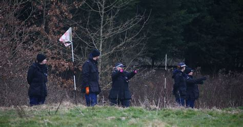 telusuri sarah everard polisi menjelajahi situs paintball  golf  great chart ashford