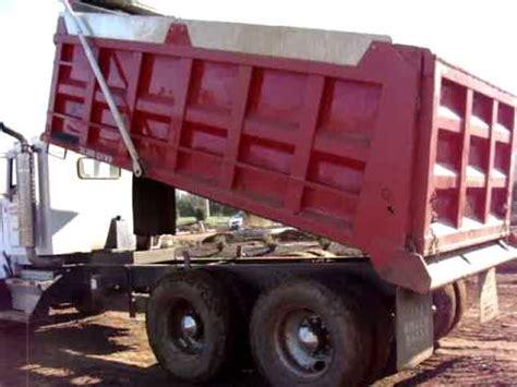 kenworth tandem dump truck 2004 kenworth t800 tandem dump truck youtube