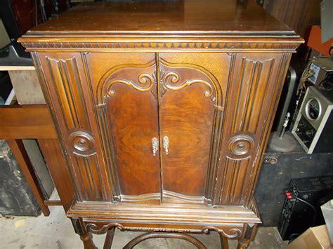 majestic model  antique radio  dark wood  parts