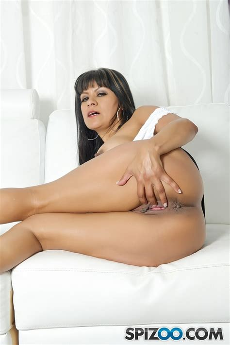 Hot Latina Milf Plays With Her Huge Fat Pussy In Bed ...