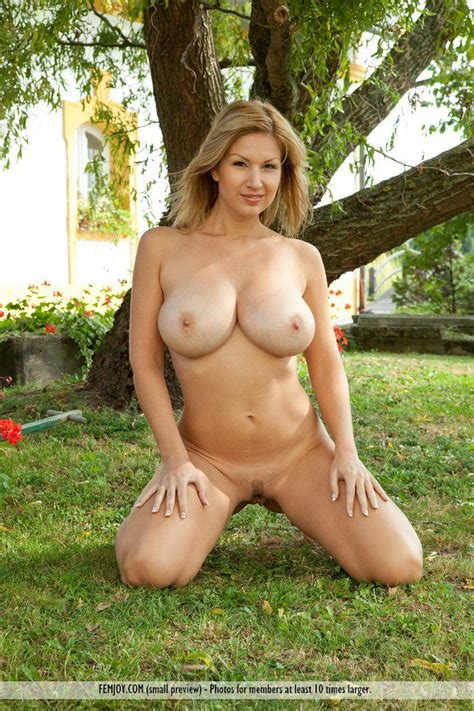 The Beautiful Busty Blonde Milf Carol Goldnerova Is
