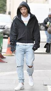 Louis Tomlinson dons a hoodie to visit Sony in London | Daily Mail Online