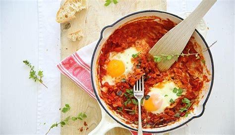 shakshuka een heerlijk gerecht met tomaat en ei culynl