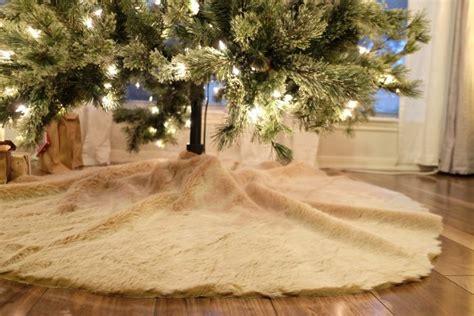 diy faux fur tree skirt  garland evan katelyn