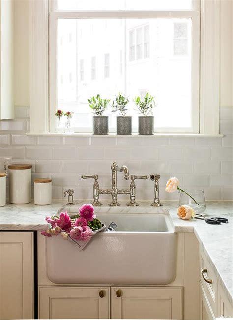cottage kitchen backsplash ideas ivory kitchen cabinets with beveled subway tile backsplash