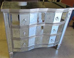 Maximize Small Bedroom with Mirrored Chest and plement