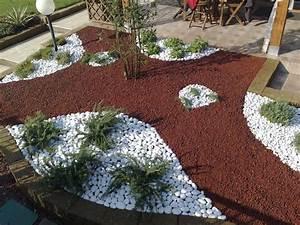 617 best jardinage images on pinterest With decoration jardin avec galets 7 parterre de fleur avec cailloux obasinc