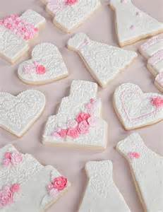 heart cookie decorating