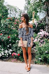 Easy vacation outfit ideas under $100 - Lauren Kay Sims