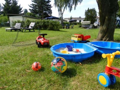 Keine Chance Fuer Schmutz Was Waschbecken Fleckenabweisend Macht by Kinderspielplatz Im Hinterhof Praktisch Und Traumhaft