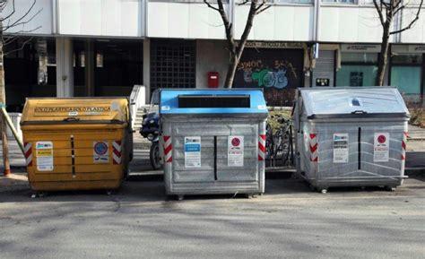 ufficio tarsu bologna tasse ora tocca ai rifiuti arrivano i bollettini tares