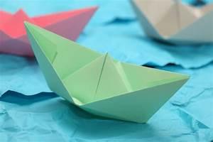 Basteln Mit Papier Anleitung : papierschiff falten kinderspiele ~ Frokenaadalensverden.com Haus und Dekorationen