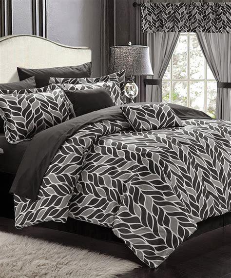 white paisley print reversible 20 piece comforter set