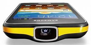 Videoprojecteur Salon : samsung associe un smartphone avec un vid oprojecteur ~ Dode.kayakingforconservation.com Idées de Décoration
