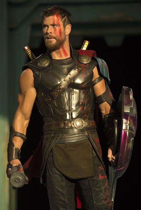 39 thor ragnarok 39 the latest movie photos featuring chris hemsworth tom hiddleston and cate