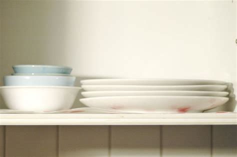where to put dishes in kitchen cabinets arrange dishes in kitchen cabinets kitchen cabinets 2191